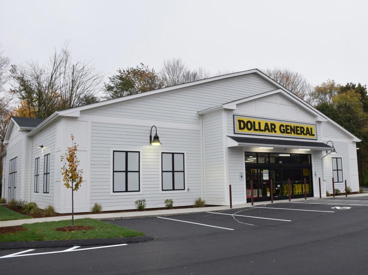 Exterior Front Entrance to Dollar General in Cromwell CT